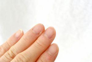 乾燥した指先